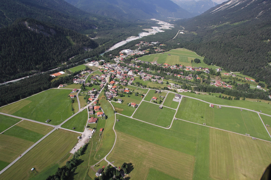 """Eine Gemeinde als """"Überflieger"""". Stanzachs Bonität sticht in Österreich heraus. Der Lechtalgemeinde wurde Platz 2 bescheinigt."""