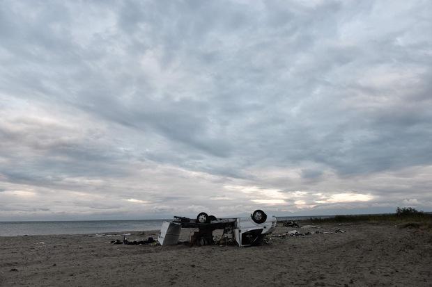 Ein Camper wurde über den Strand geschleudert.