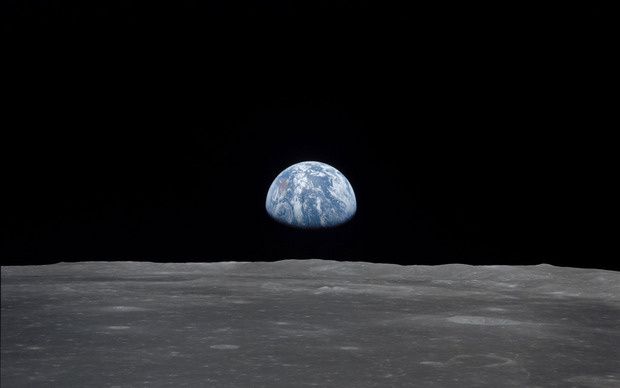 """Der """"Erdaufgang"""" vom Mond aus."""