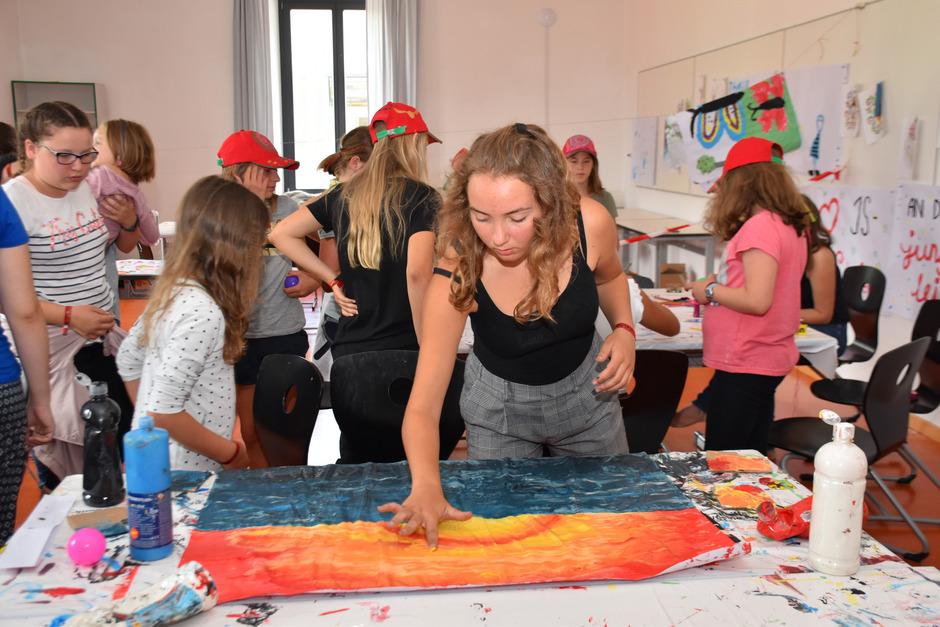 Das Programm bei Kaleido in Schwaz ist kunterbunt. Die vielen Kinder können sich an unterschiedlichen Stationen austoben.