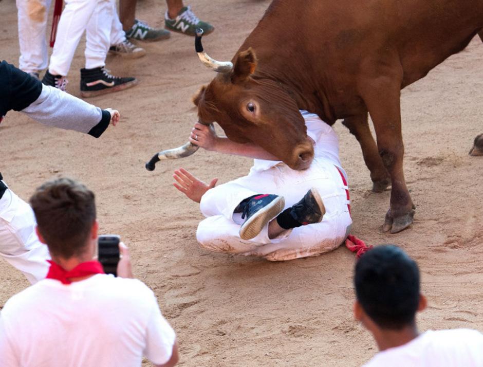 Am Donnerstag wurden sechs Kampfbullen durch die Gassen der Altstadt von Pamplona gejagt.
