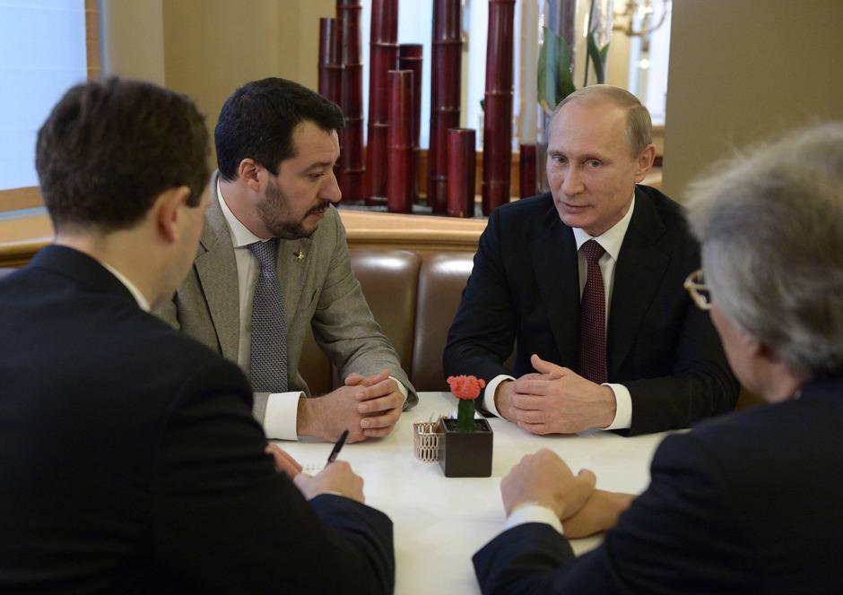 Salvini (links) bei einem Treffen mit Putin im Jahr 2014.
