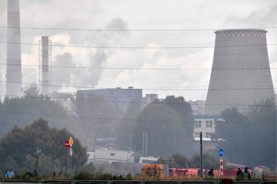Die Rauchsäule war von der Hauptstadt aus zu sehen. Sie schwächte sich aber ab, nachdem Einsatzkräfte die Gaszufuhr zu der Pipeline sperrten.