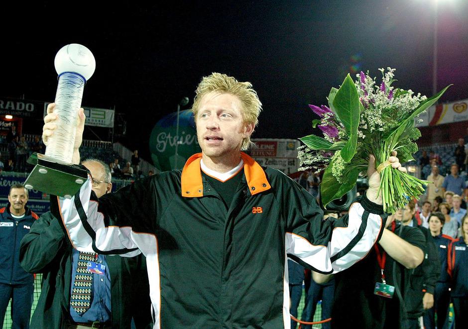 Zahlreiche Siegestrophäen von Boris Becker kamen unter den Hammer.