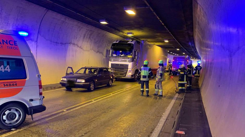 Die beiden Auroinsassen wurden bei dem Unfall im Lermooser Tunnel verletzt.