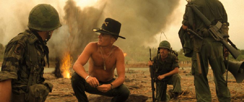 """Die Liebe zu Napalm im Morgengrauen: Robert Duvall (Mitte) in """"Apocalypse Now""""."""
