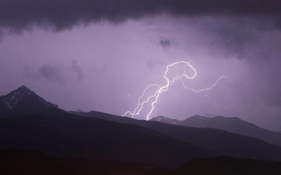 Mit gründlicher Vorbereitung lässt es sich vermeiden, im Gebirge in ein Gewitter zu geraten.