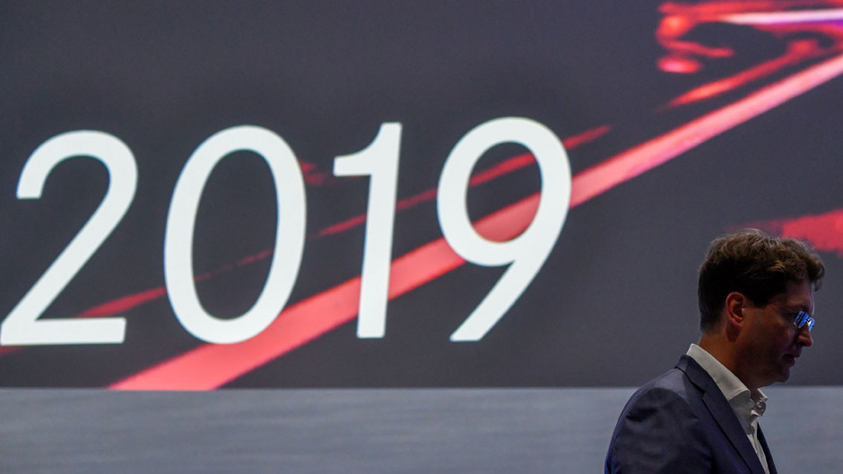 Schlechter Start für den neuen Daimler-Chef: Zum zweiten Mal innerhalb von drei Wochen muss Ola Källenius die Ziele für das laufende Jahr wegen der Diesel-Affäre nach unten korrigieren.