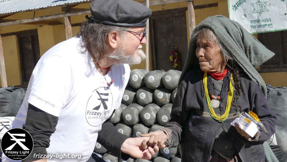 Frizzey Greif sammelt Spenden für seine Hilfsaktion in Nepal.
