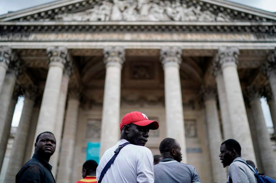 Nach den Protesten im Pantheon setzten die Demonstranten ihren Aufstand vor dem Gebäude fort.