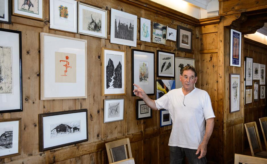 """Mit 18 Jahren zog es Sepp Haueis in die weite Welt. Längst ist der leidenschaftliche Koch zurück in seiner """"Gemse"""", die als ältestes Gasthaus Tirols gilt"""