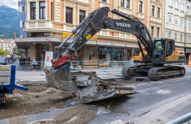 Bagger statt Autos: Arbeiten in der Anichstraße