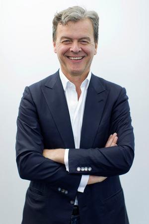 Hans-Holger Albrecht ist der jüngere Bruder der deutschen Politikerin Ursula von der Leyen.