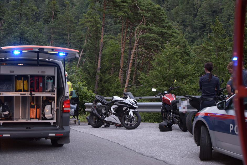 Ein 24-Jähriger fiel nach einem Motorradunfall auf der Brennerstraße über eine Böschung.