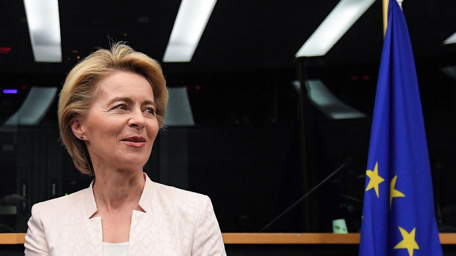 Die deutsche Verteidigungsministerin Ursula von der Leyen muss bei der Wahl im EU-Parlament am Dienstag trotzdem um ihre Mehrheit bangen.