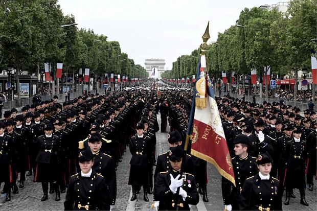 Mit der traditionellen Militärparade wird an den Jahrestag des Sturms auf die Bastille erinnert.