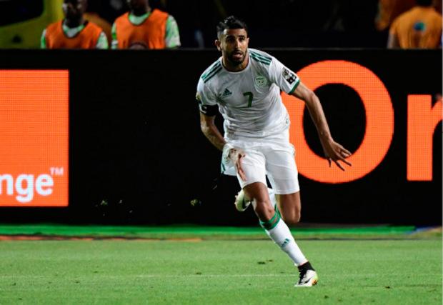 Algerien mit 1:2 (0:1). Algeriens Kapitän Riyad Mahrez sorgte in der fünften Minute der Nachspielzeit mit einem direkt verwandelten Freistoß für den umjubelten Sieg.
