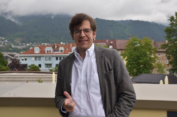 """Glaser spielte den Inspektor Guritsch beim Stück """"Der Bockerer"""" in Stumm."""