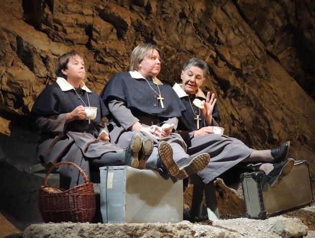 ... und nehmen die Besucher mit auf eine Reise durch das Leben der Anna Dengel.