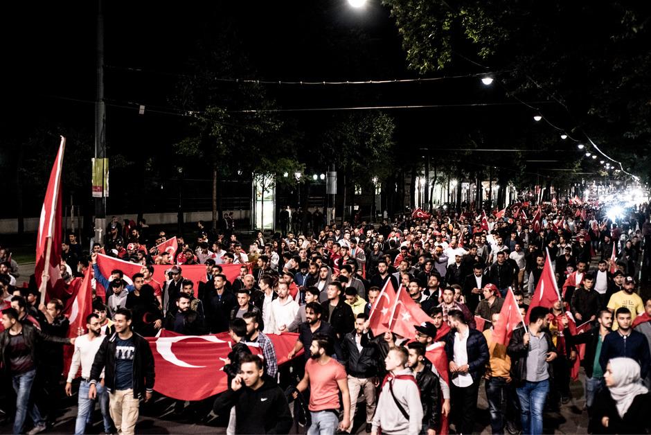 Archivfoto: Demonstration anlässlich des Putschversuchs des Militärs in der Türkei auf der Ringstrasse in Wien.