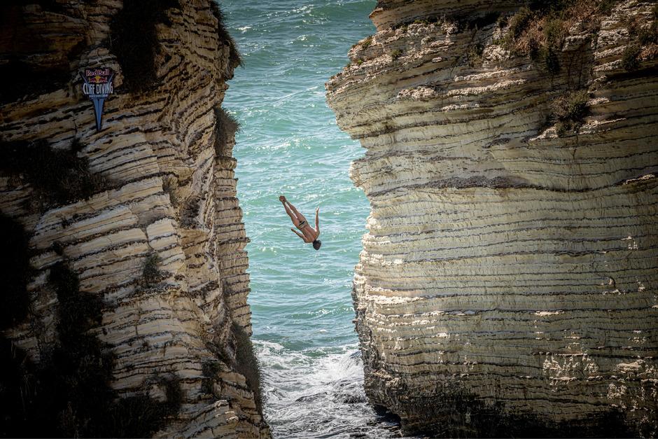 Zwischen den Felsformationen der Pigeon Rocks (Taubenfelsen) vor der Küste Beiruts gelang dem Briten Gary Hunt ein Sprung für die Geschichtsbücher.