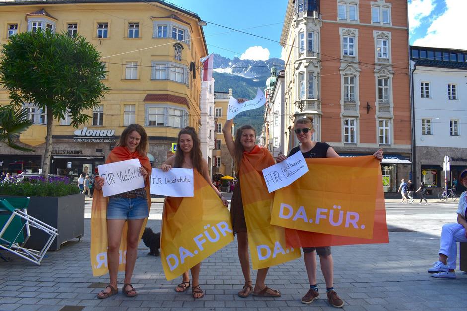 DA.FÜR statt dagegen: Susanne Schwärzler, Aurelia Tolloy, Lisa Westerhuys und Marlene Erkl (v.l.) sind das Kernteam hinter der neuen Initiative, die statt Negativität positive Einstellungen sichtbar machen will.