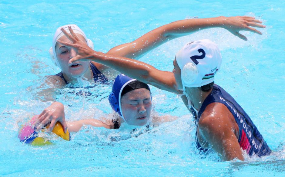 Südkoreas Wasserballerinnen gingen gegen Ungarn baden.