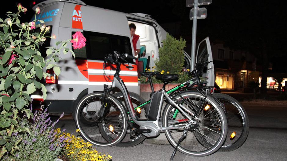 Die beiden Radfahrerinnen mussten ins Krankenhaus eingeliefert werden.