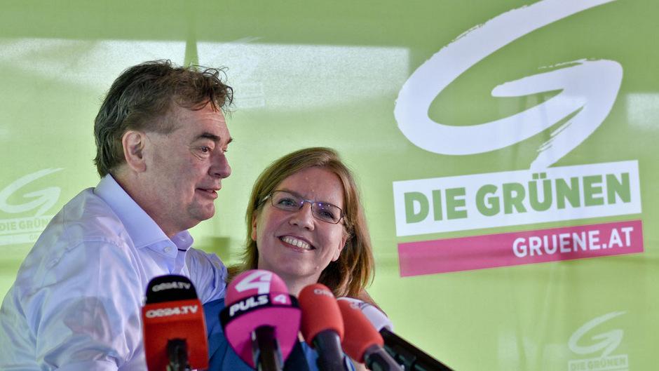 Die Grünen werden wohl nicht an der Hürde zu weniger Unterstützungserklärungen scheitern. Im Bild Bundessprecher Werner Kogler mit Listenzweiter Leonore Gewessler.