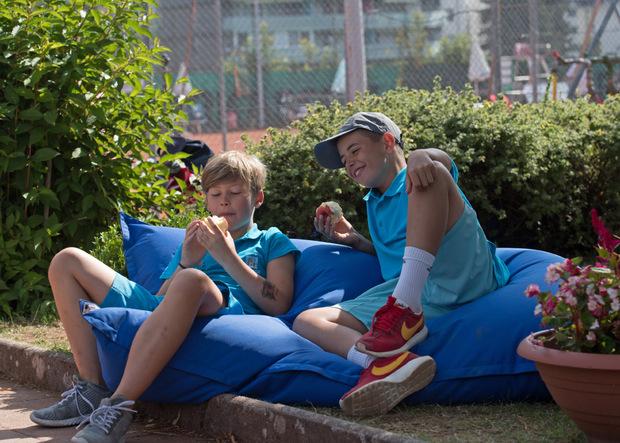 Machen erst mal eine wohlverdiente Pause: Niklas und Simon.