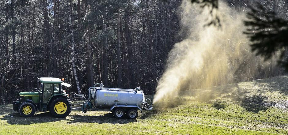 Ein Bauer hat vermutlich Sonntagfrüh Gülle in die Hainzenberger Trinkwasserquelle eingeleitet. Sie wurde Montagvormittag ausgeleitet.