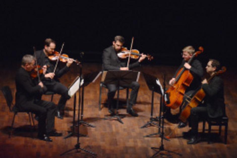 Das Acies Quartett, erweitert um Martin Rummel, brachte erstmals Schuberts Streichquintett ins Erler Festspielhaus.