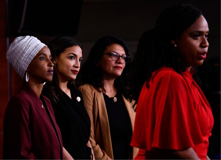 """Lieblingsgegnerinnen von US-Präsident Donald Trump: Die demokratischen Abgeordneten Ilhan Omar, Alexandria Ocasio-Cortez, Rashida Tlaib und Ayanna Pressley (von links) werden in US-Medien """"the Squad"""" genannt. Für Trump gehören sie nicht nach Amerika."""
