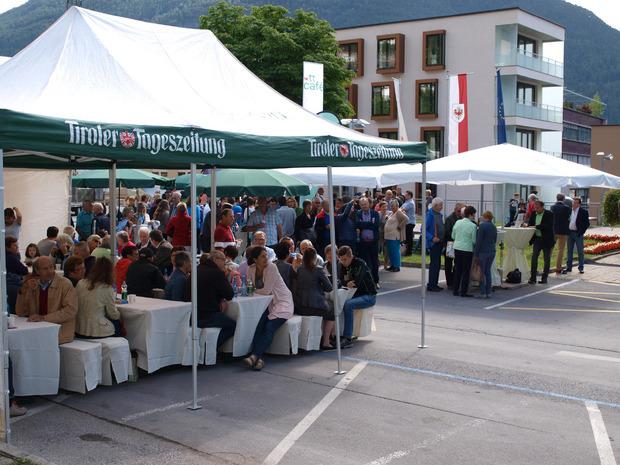 Das TT-Café ist wieder auf Tour und legt am Samstag ab 9 Uhr einen Stopp am Imster Sparkassenplatz ein.
