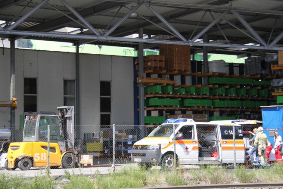 Der Schwerverletzte wurde in die Innsbrucker Klinik gebracht.
