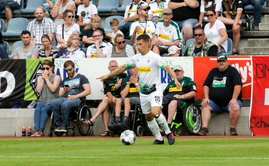Borussia Mönchengladbach feierte gestern in Kufstein einen 5:1-Sieg über den türkischen Vizemeister Basaksehir. Stefan Lainer traf vor 1200 Fans zum 1:0 (8.).