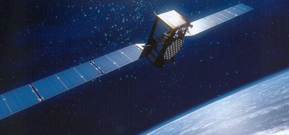 Das simulierte Bild zeigt einen Satelliten vom Typ Galileo über der Erde (undatiertes Archivbild).