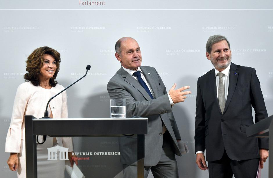 Bundeskanzlerin Brigitte Bierlein (li.), Nationalratspräsident Wolfgang Sobotka (ÖVP) und EU-Kommissar Johannes Hahn (ÖVP).