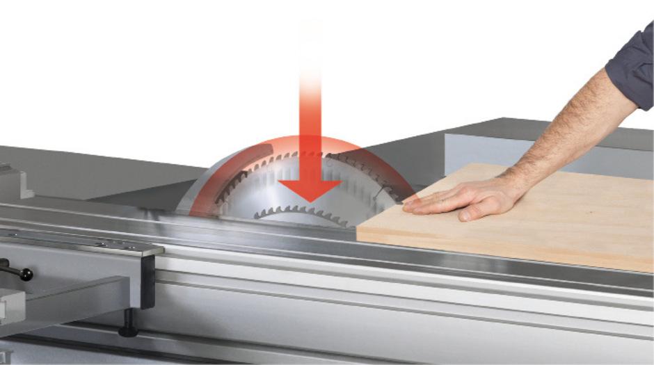 Kommt die Hand zu nahe, taucht das Sägeblatt ab: Der Tiroler Holzmaschinenbauer Felder vermarktet das mit der TU Wien entwickelte Patent.
