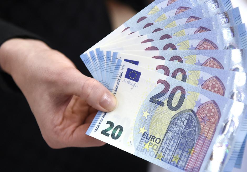 """""""Bargeld sorgt für besseren Datenschutz"""", sagt Heike Mai von Deutsche Bank Research."""