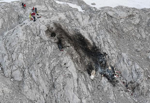 Die Einsatzkräfte mussten mit dem Hubschrauber an den Absturzort geflogen werden.