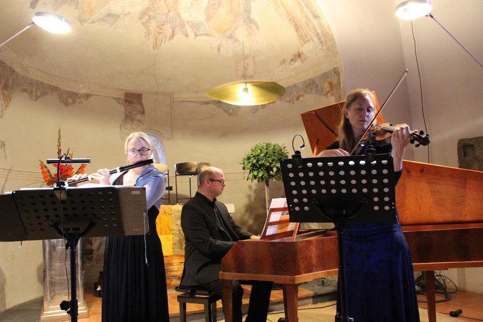 """Das Trio """"sforzapiano"""" eröffnete den Zuhörern in der Imster Laurentiuskirche eine Klangwelt in der Art, wie sie wohl auch ein zeitgenössisches Publikum der Klassik erlebt haben mag."""