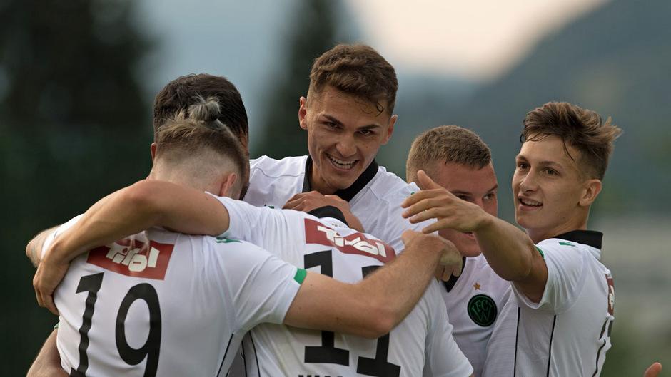 Die Spieler des FC Wacker Innsbruck hatten am Freitagabend allen Grund zum Feiern.