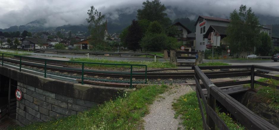 Die derzeitige Zillertalstraße im Bereich Fügen soll Gemeindestraße werden und daneben eine teils unterflurige Umfahrung gebaut werden.