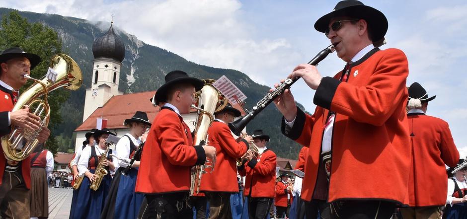 Auch die Pflacher Kapelle marschierte in der höchsten Klasse D, bei der den Musikanten eine in sich verschränkte Wende gelingen muss.