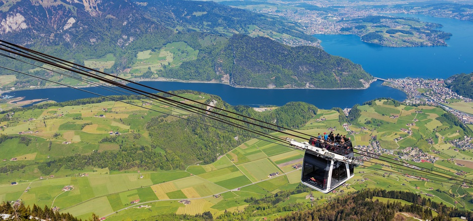 Die Stanserhorn-Bahn ist eine Bergbahn in der Zentralschweiz, die von Stans auf das Stanserhorn führt. In der oberen Sektion fährt die Gondelbahn mit einem offenen Oberdeck.