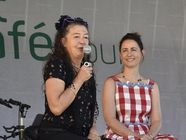 Frauenpower in Runde eins: die Silzer Künstlerin Ursula Beiler (l.) mit der Chefin des Hotel Schwarz, Katharina Pirktl.