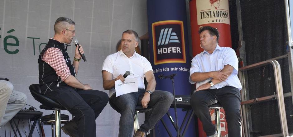 Bernhard Schöpf (Bergbahnen Imst, l.) und Ernst Schöpf (r.) im Interview mit TT-CR Alois Vahrner.