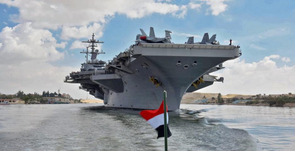 Die USS Abraham Lincoln im Suezkanal: Die USA haben die Mitlitärpräsenz im persischen Golf zuletzt massiv erhöht.