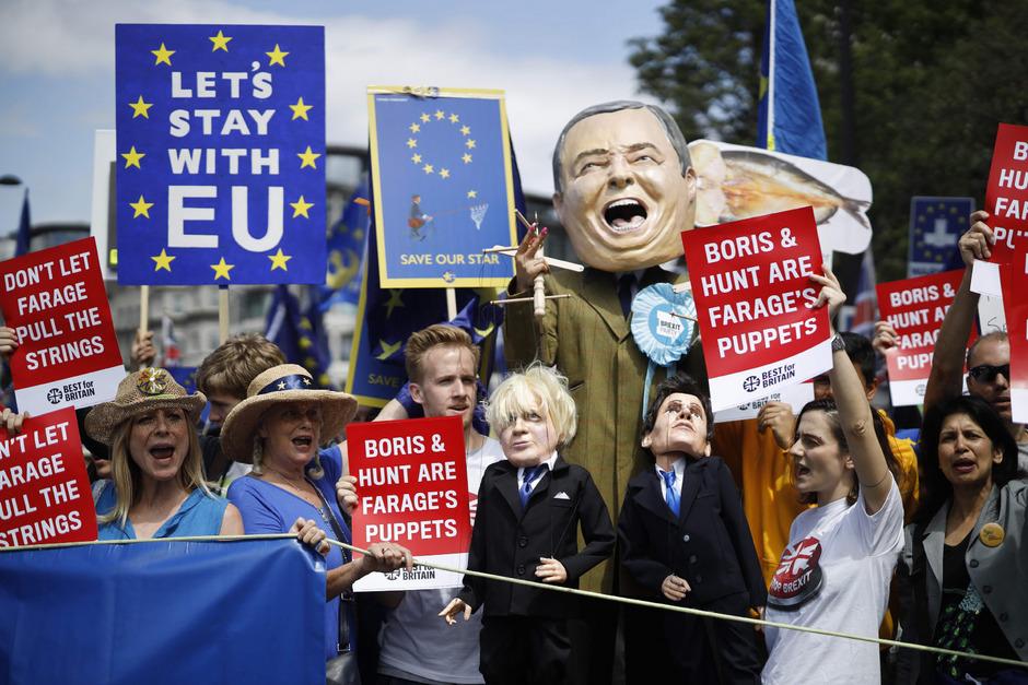 """Der Protestzug wurde von """"March for Change"""" organisiert, einem Zusammenschluss EU-freundlicher Gruppen."""